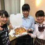 「春の英単語特訓」早期合格者表彰 → 高校生宛にピザがデリバリーされました。